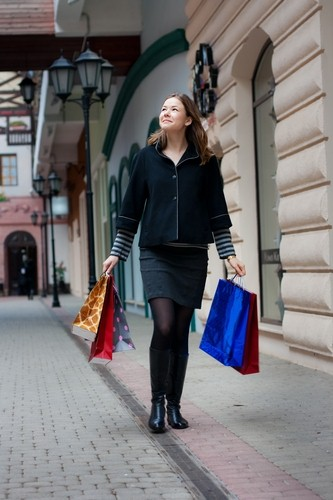 Attracting last-minute shoppers with promotional giveaways